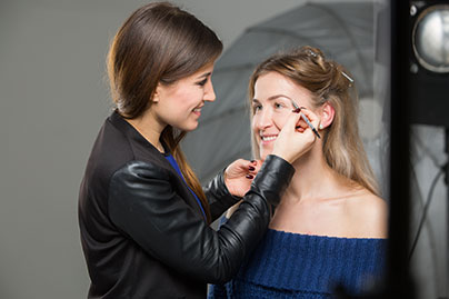 Anna Eckhardt bei DIOR Make-up Masters, Augenbrauenmake-up