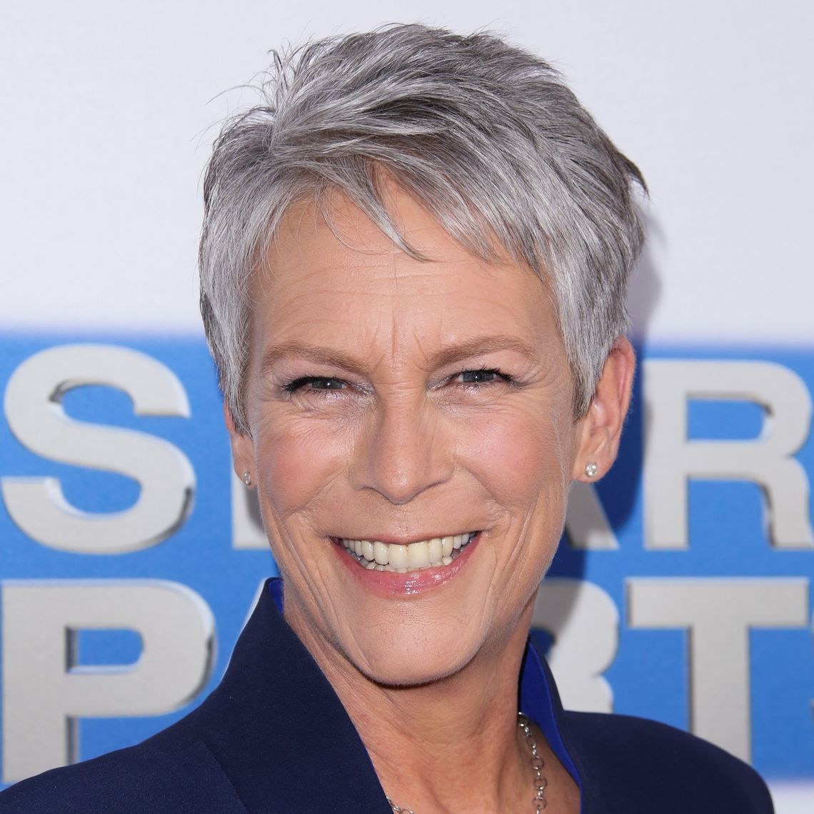 Jamie Lee Curtis lächelt in die Kamera
